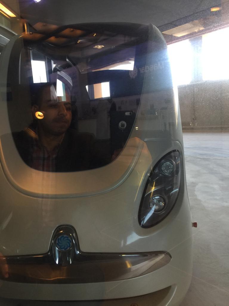 تجارب السيارات ذاتية القيادة داخل مدينة مصدر بأبوظبي (4)