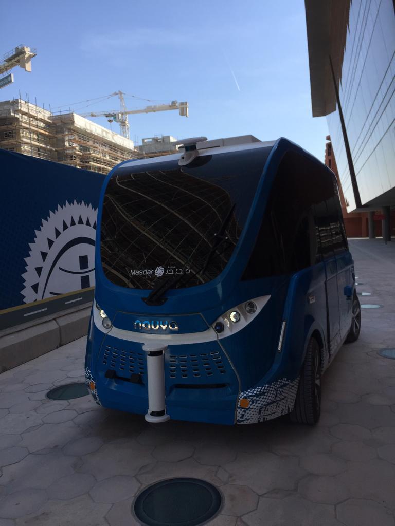 تجارب السيارات ذاتية القيادة داخل مدينة مصدر بأبوظبي (5)