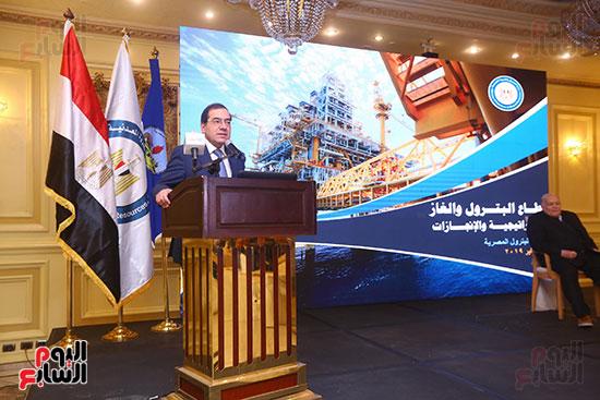 ندوة نظمتها جمعية البترول (1)