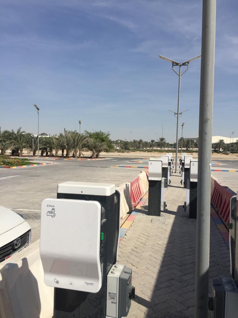 محطات شحن السيارات بالكهرباء