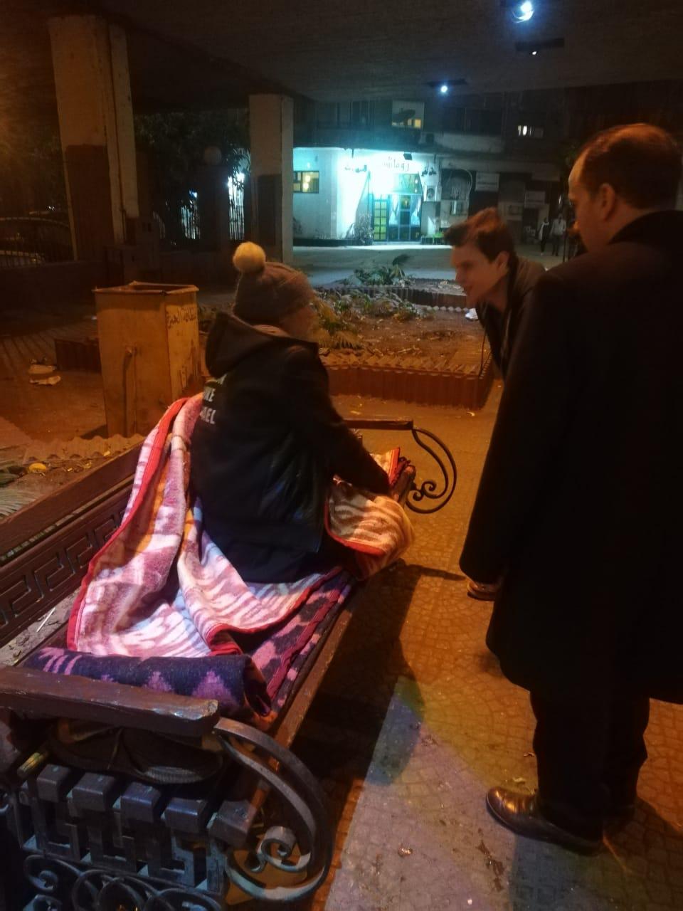 مساعدة المشردين بالشوارع (10)
