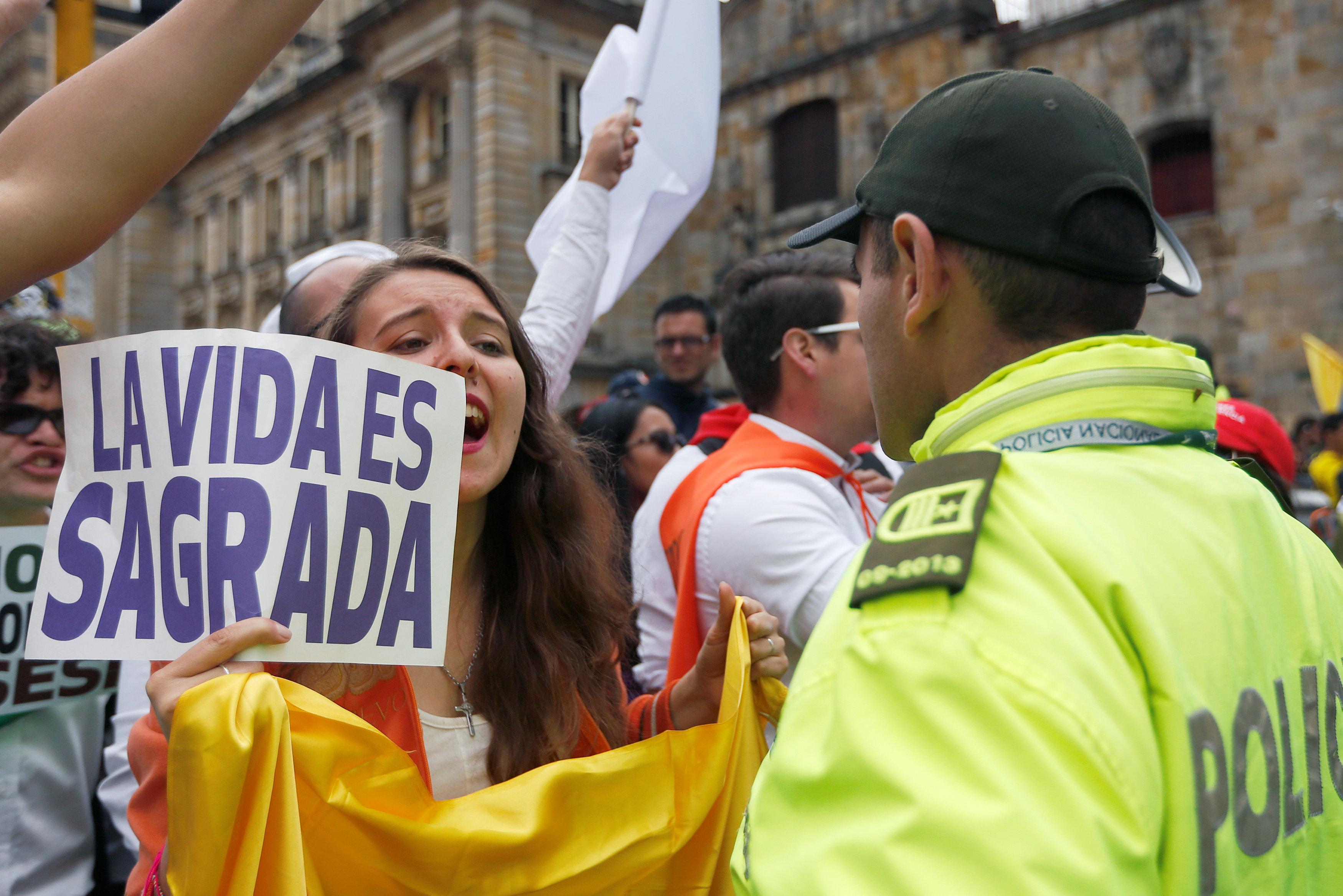 مسيرة ضد العنف فى كولومبيا (8)
