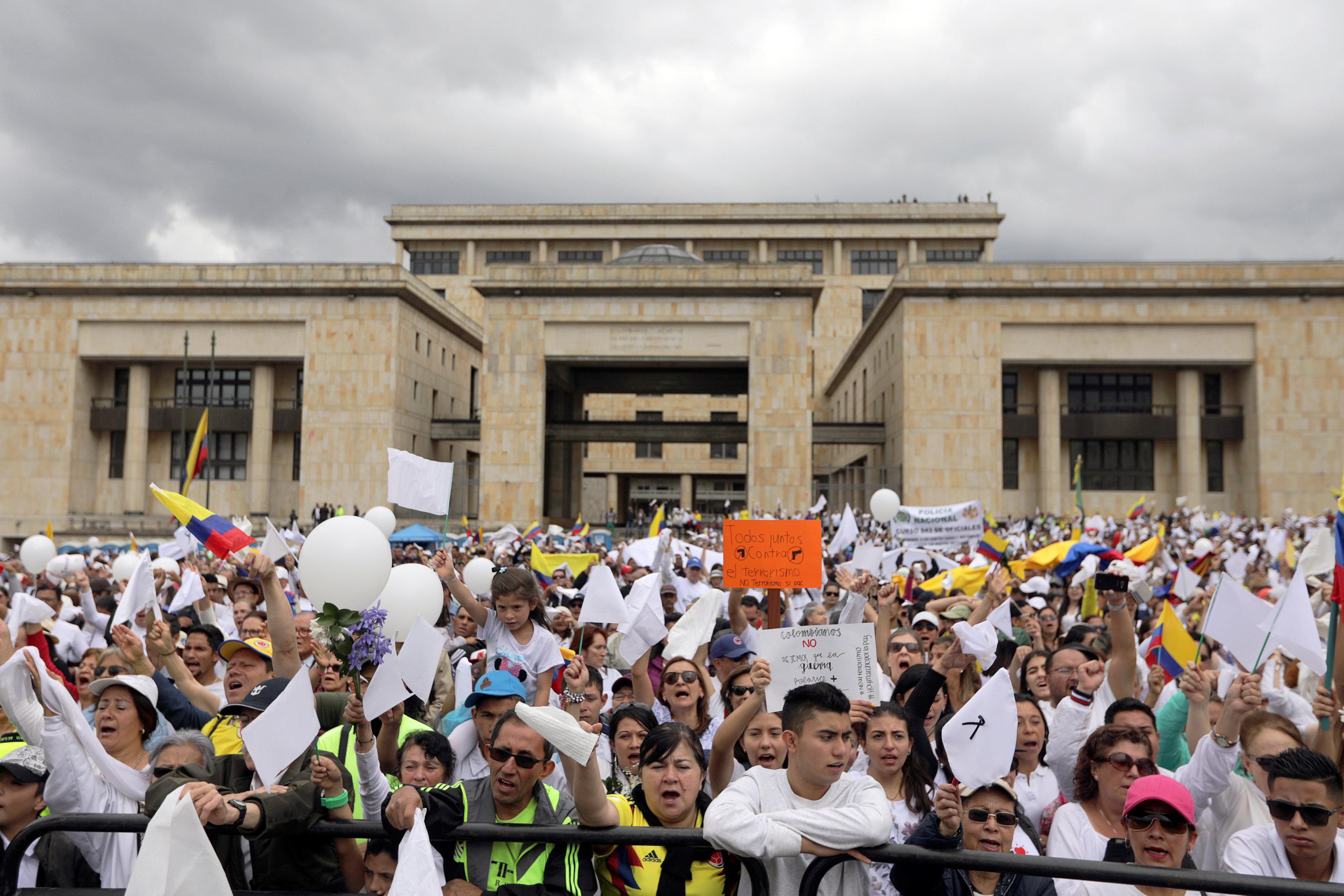مسيرة ضد العنف فى كولومبيا (4)