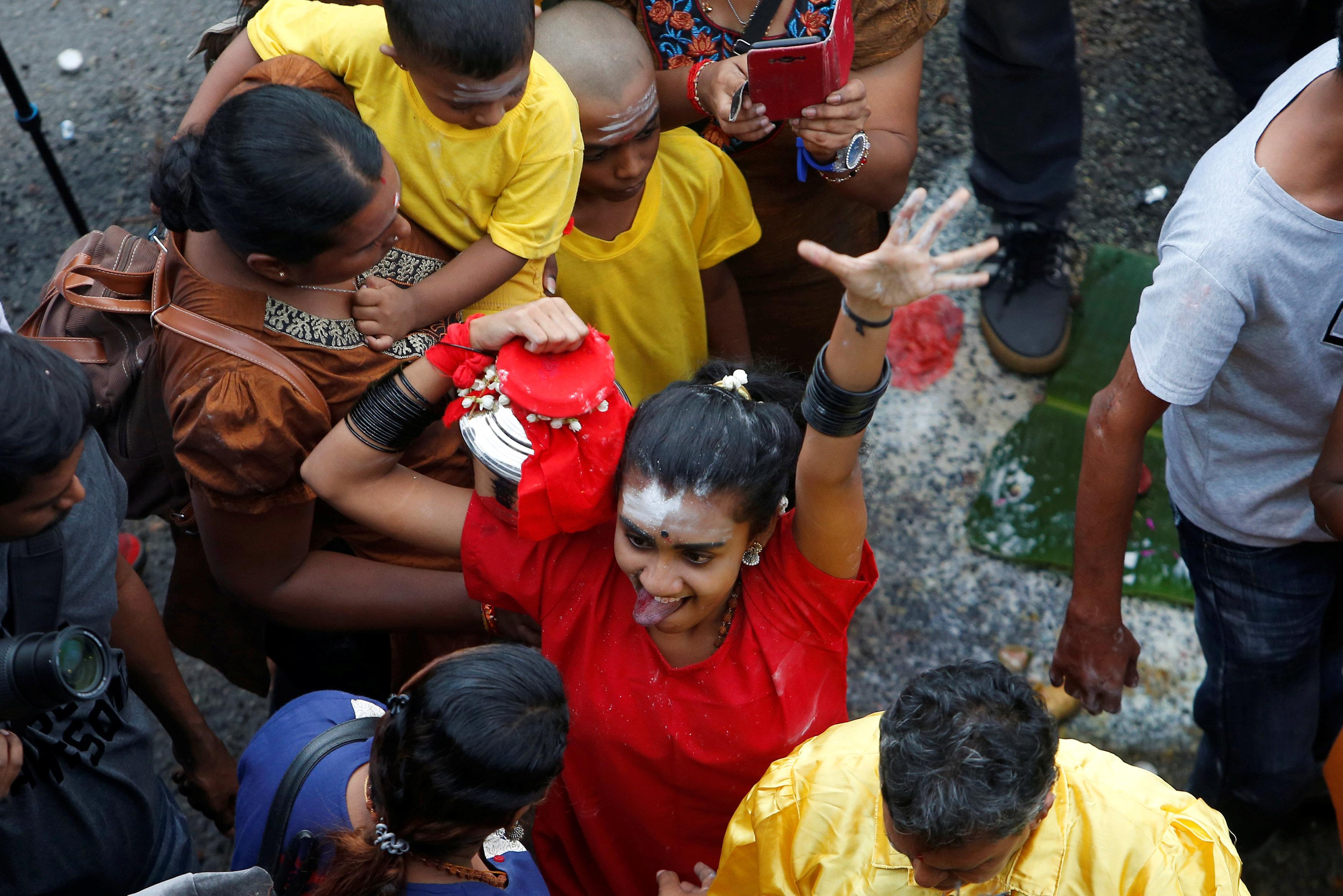 احتفالات دموية فى ماليزيا  (6)