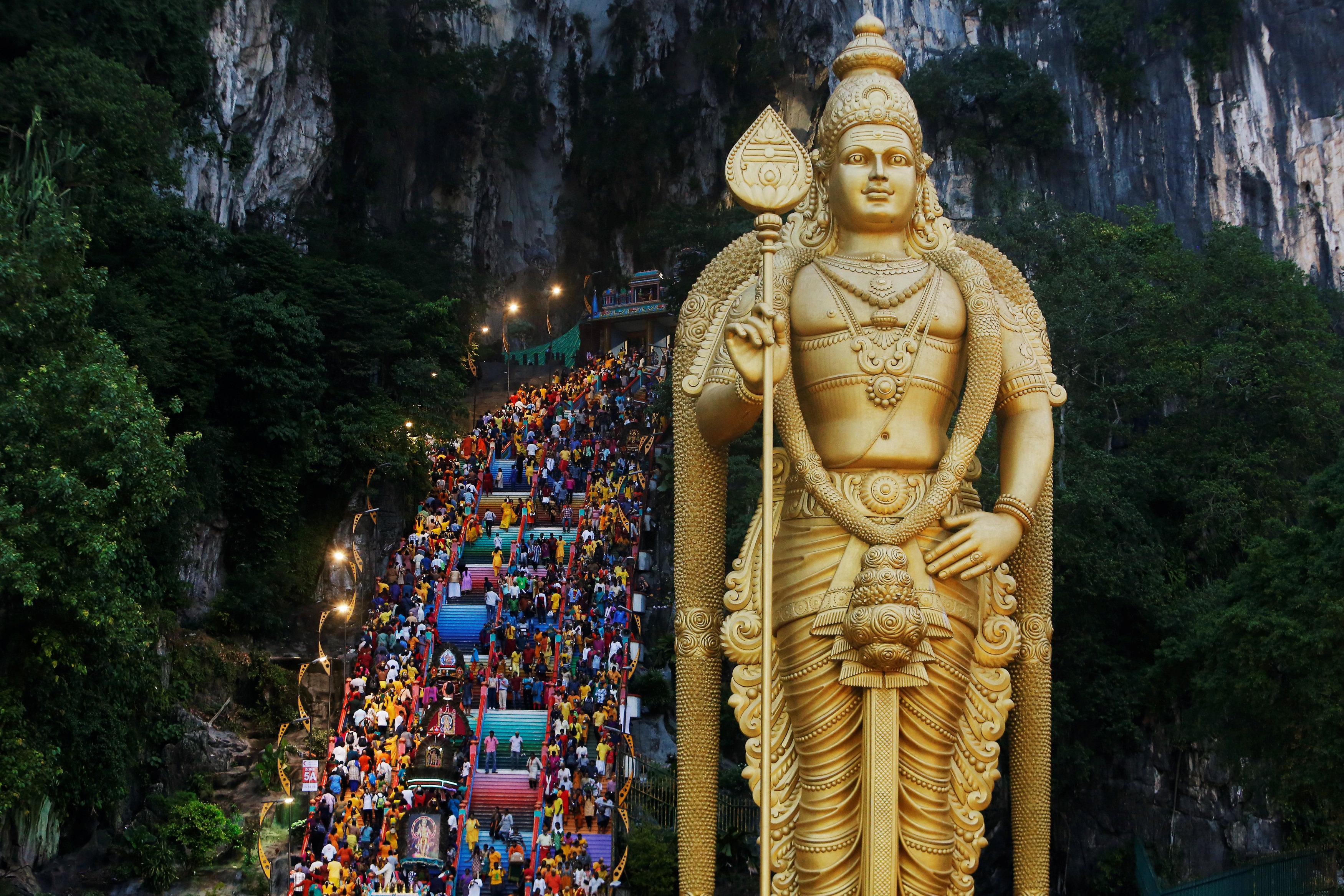 احتفالات دموية فى ماليزيا  (9)