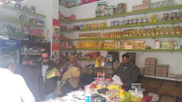 حملة مكبرة للتفتيش على الكافيهات والمطاعم ومحلات المواد الغذائية بقويسنا (2)