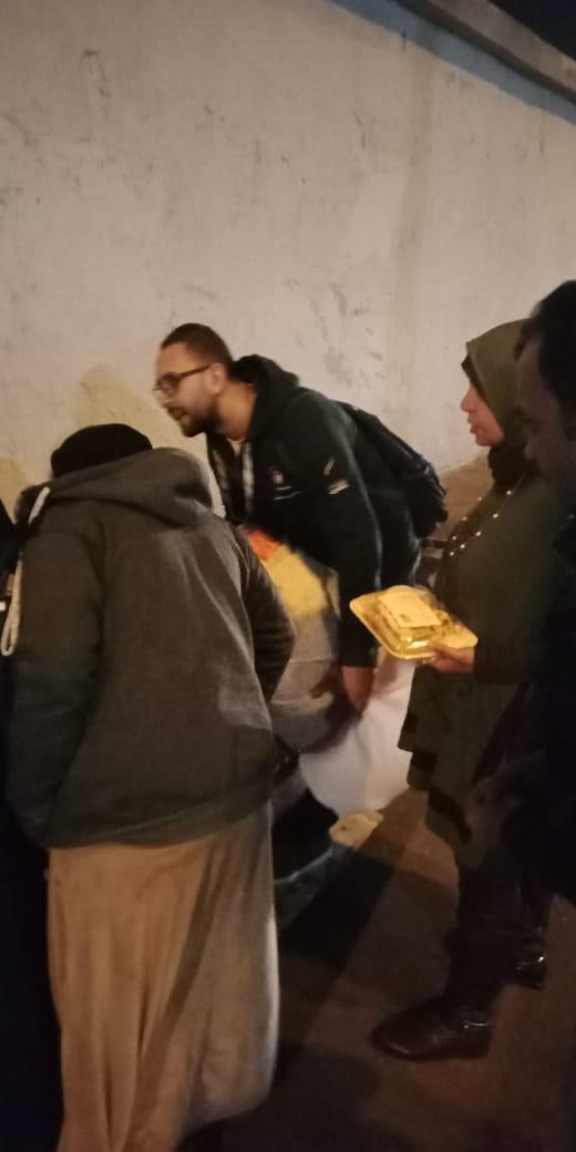 مساعدة المشردين بالشوارع (15)