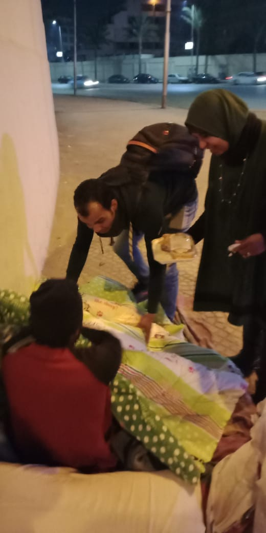 مساعدة المشردين بالشوارع (16)