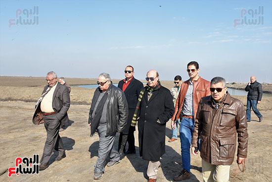الفريق-مهاب-مميش-يتفقد-مشروع-الاستزراع-السمكى-بالإسماعيلية-(12)