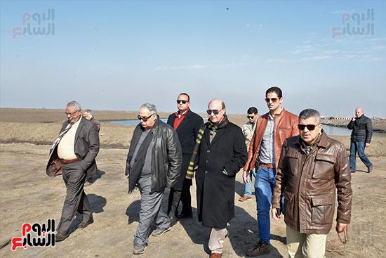 الفريق-مهاب-مميش-يتفقد-مشروع-الاستزراع-السمكى-بالإسماعيلية-(10)