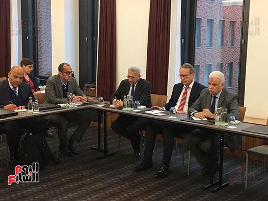 لجنة وزارية تلتقى وزير الاقتصاد والطاقة الألمانى لبحث التعاون بتدوير القمامة  (1)