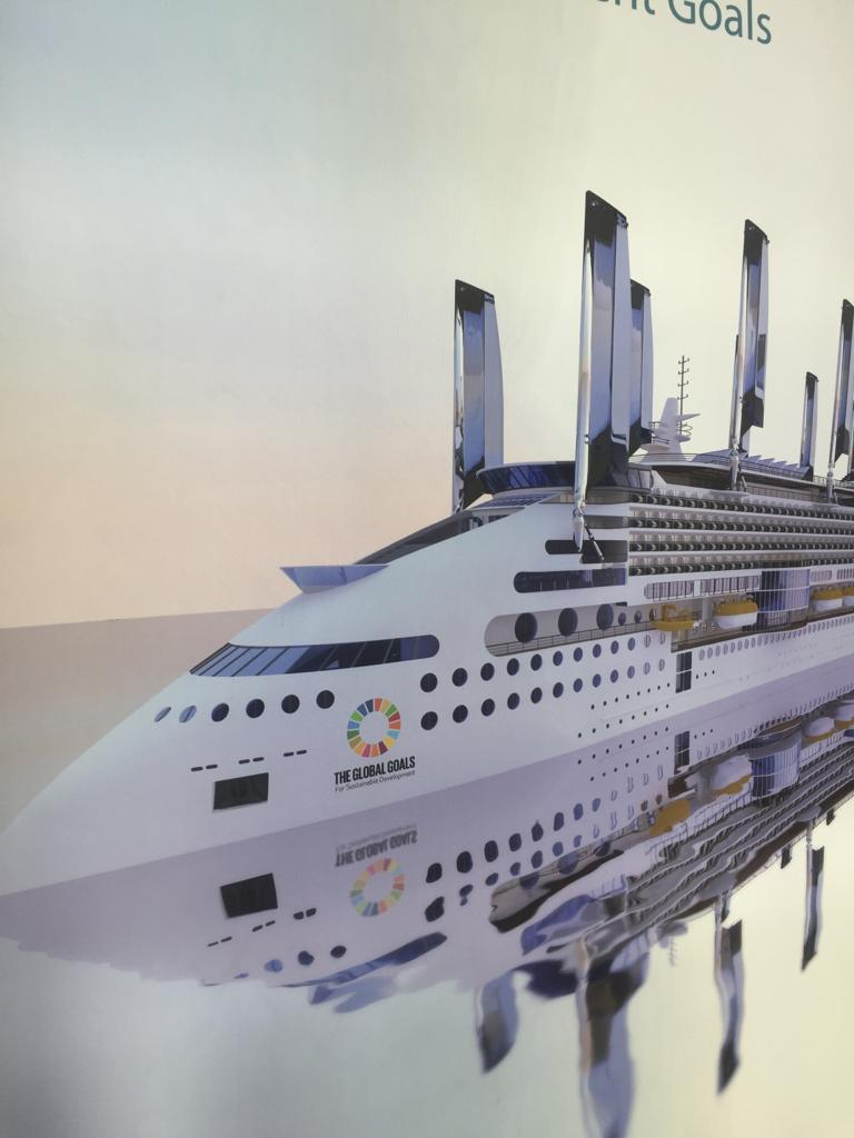 سفن نقل ركاب باستخدام الطاقة الشمسية والرياح  (1)