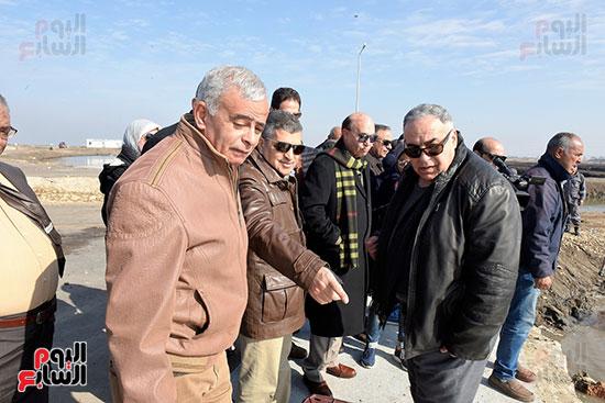 الفريق-مهاب-مميش-يتفقد-مشروع-الاستزراع-السمكى-بالإسماعيلية-(5)