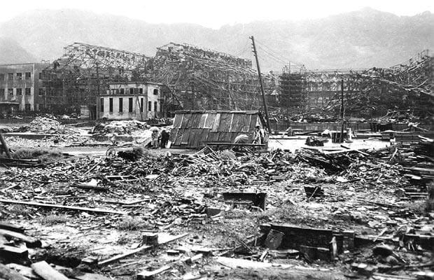 أثار الدمار الذى خلفته القنبلة الذرية على هيروشيما