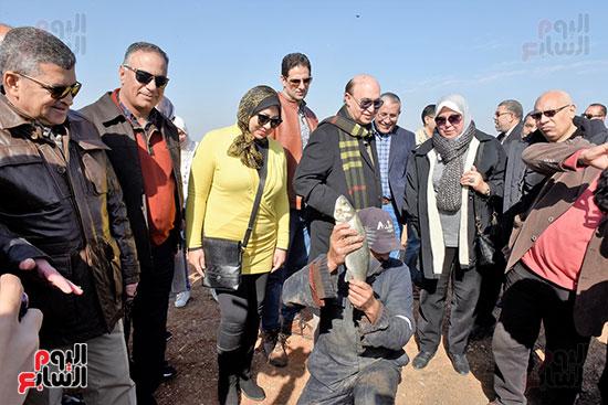 الفريق-مهاب-مميش-يتفقد-مشروع-الاستزراع-السمكى-بالإسماعيلية-(7)