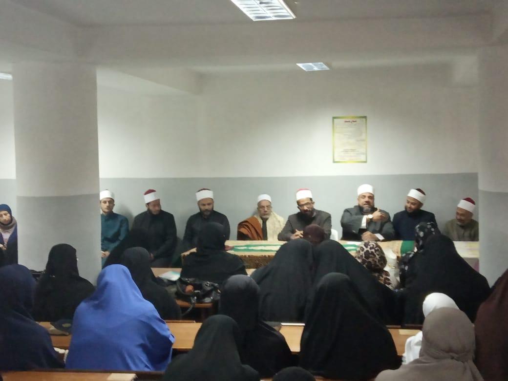 وكيل أوقاف السويس يفتتح مركز إعداد محفظي القرآن الكريم (1)