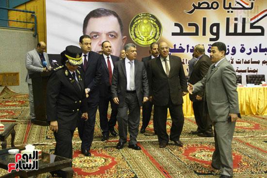 الداخلية تقدم مساعدات لأسر السجناء والمفرج عنهم قبل عيد الشرطة (8)
