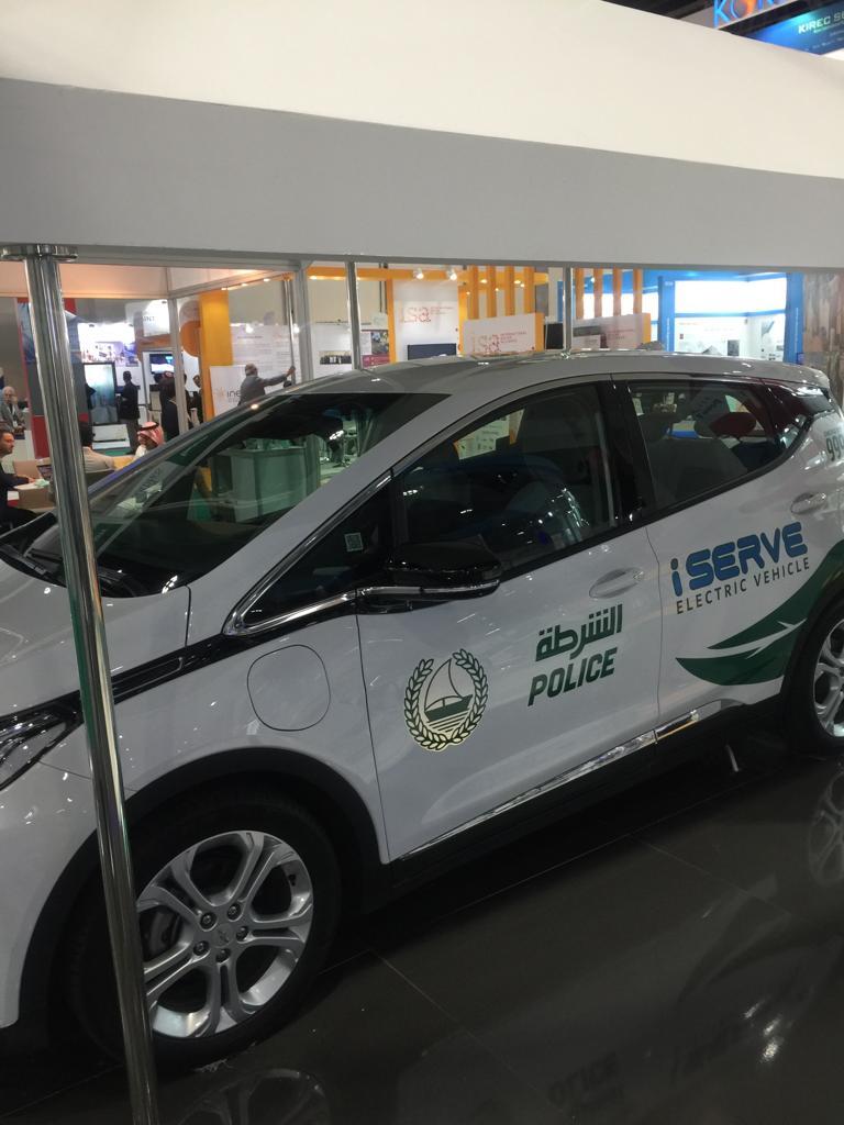 بدء تجريب استخدام السيارات الكهربائية للشرطة  (1)