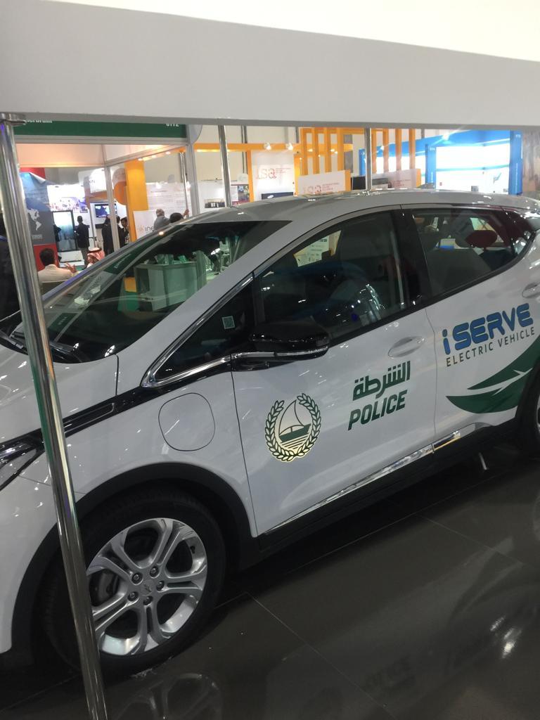 بدء تجريب استخدام السيارات الكهربائية للشرطة  (2)