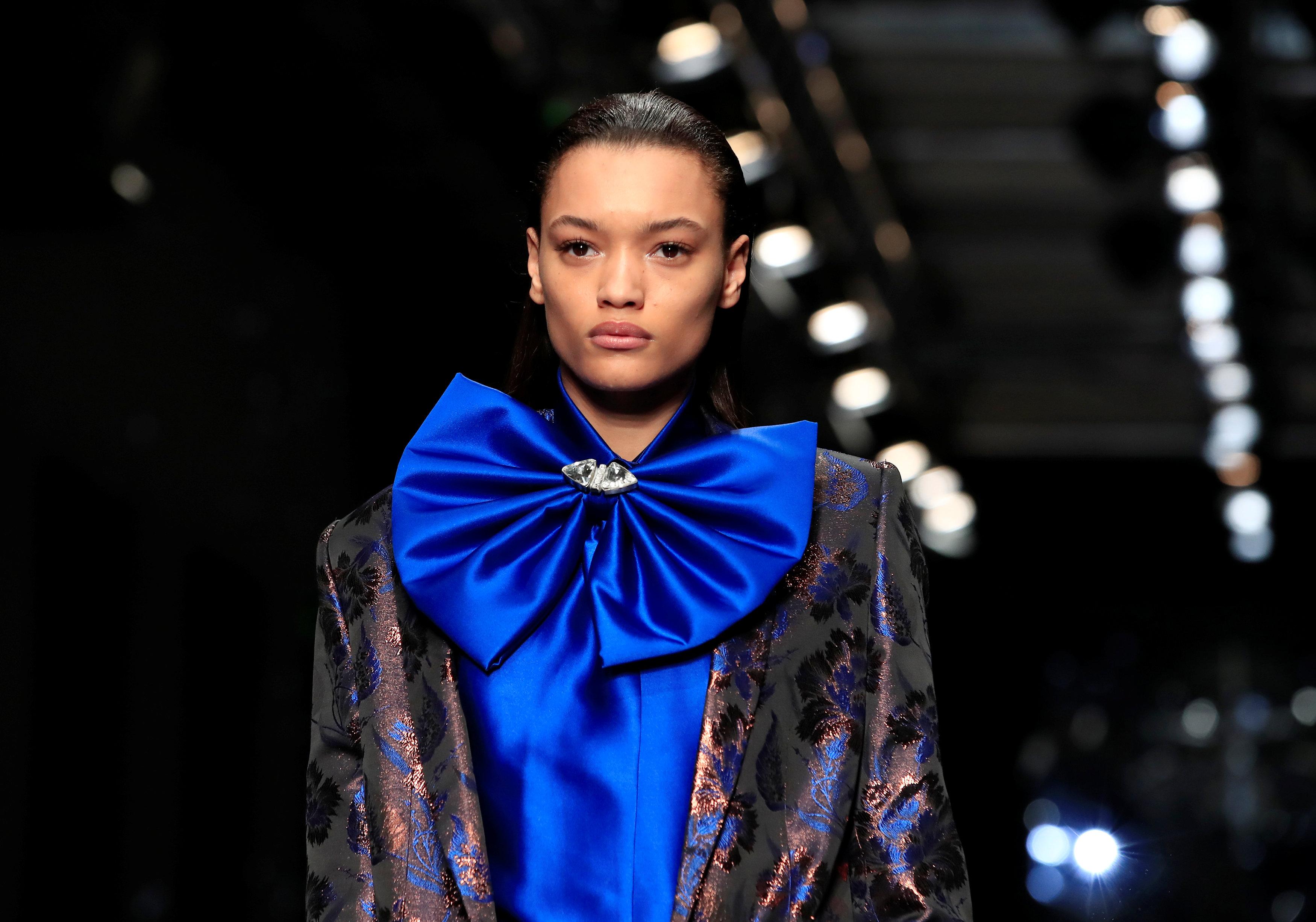 عرض أزياء ماكسيم سيمنز خلال أسبوع الموضة بباريس (19)