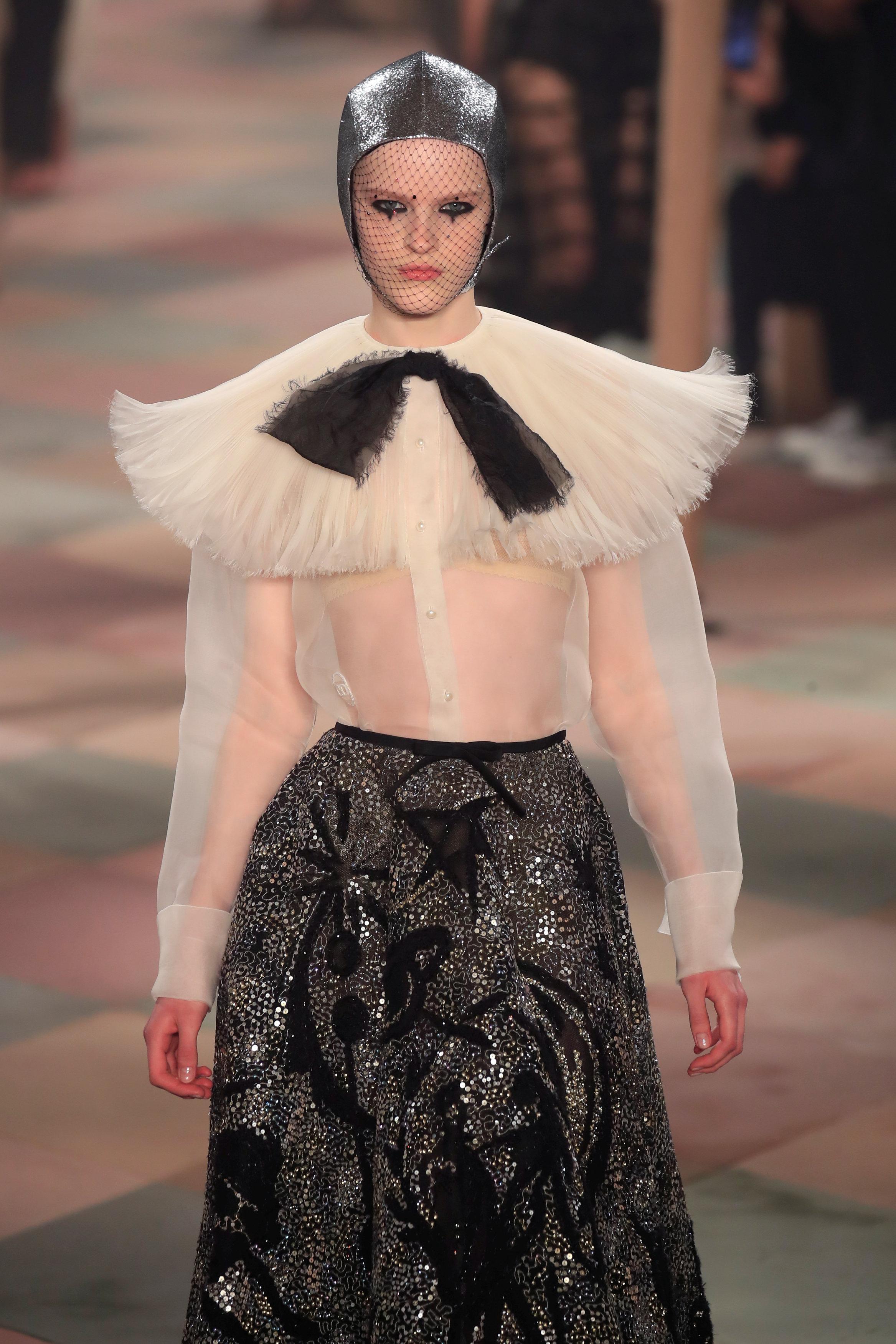 عرض أزياء ماكسيم سيمنز خلال أسبوع الموضة بباريس (6)
