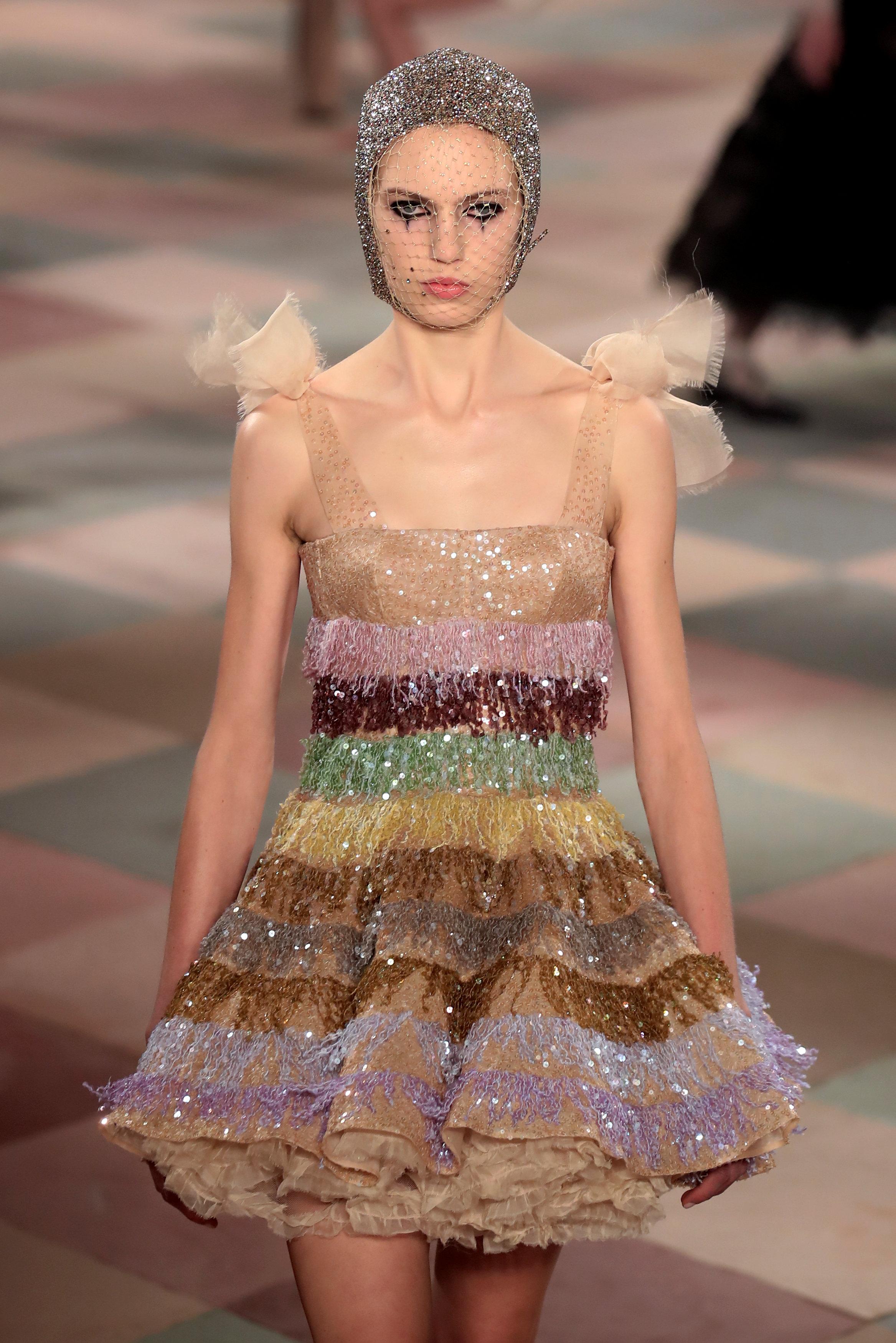 عرض أزياء ماكسيم سيمنز خلال أسبوع الموضة بباريس (4)