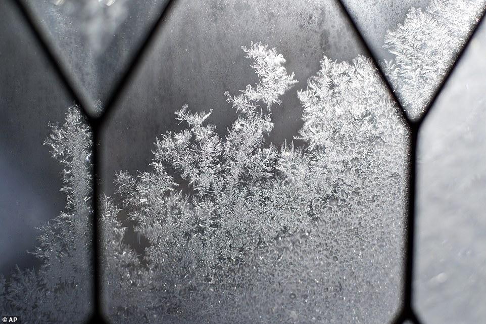 الثلوج تغطى الطرق شرق الولايات المتحدة (1)