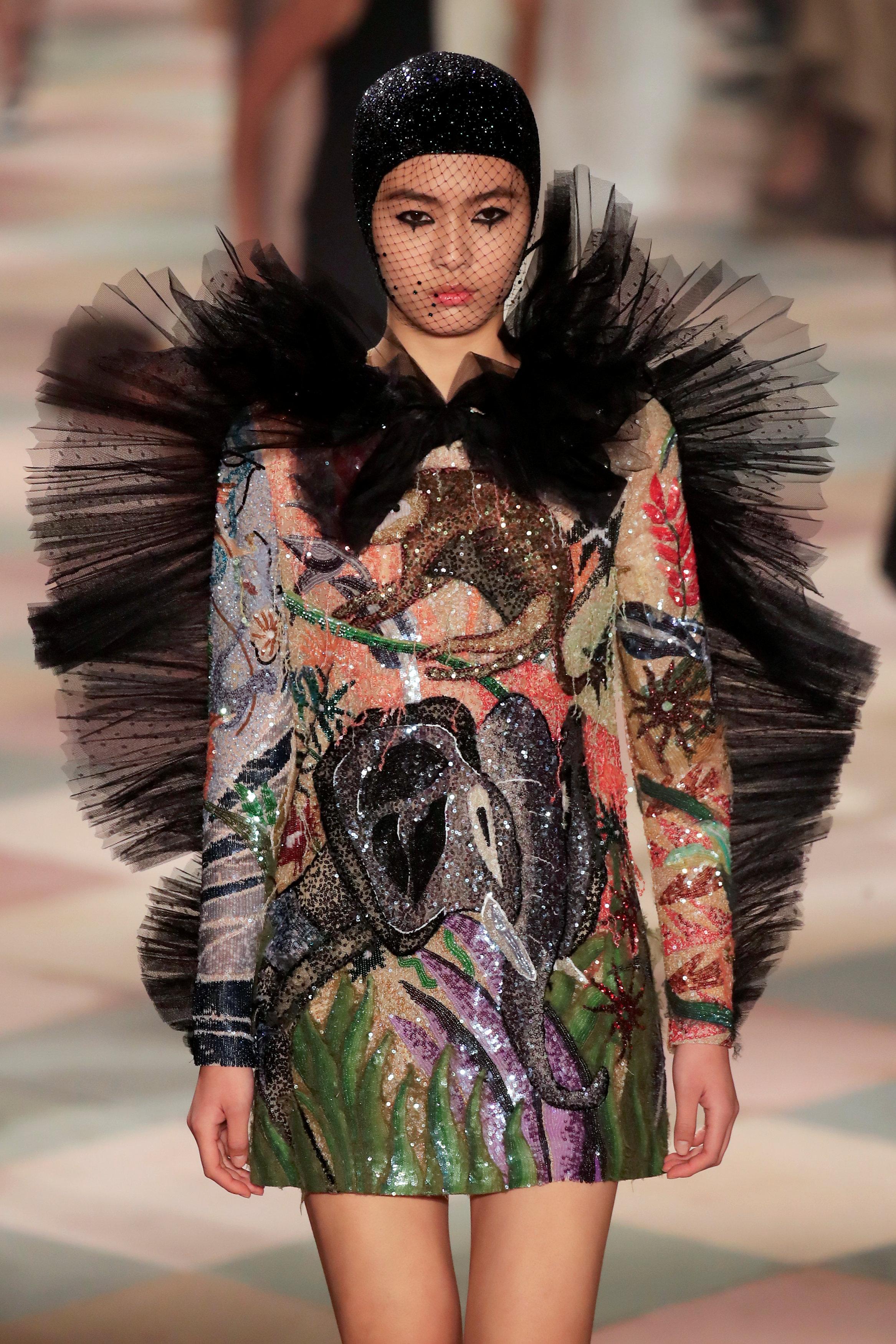 عرض أزياء ماكسيم سيمنز خلال أسبوع الموضة بباريس (1)