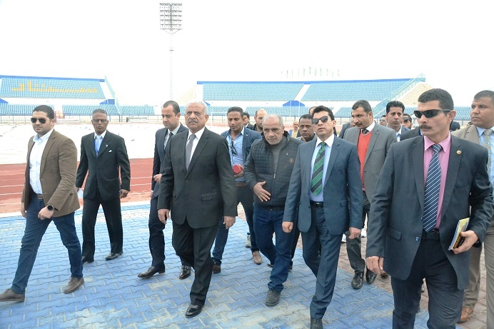 زيارة وزير الشباب والرياضة لاستاد السويس الرياضى (9)