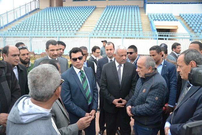 زيارة وزير الشباب والرياضة لاستاد السويس الرياضى (10)