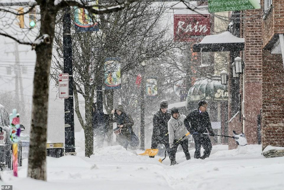 الثلوج تغطى الطرق شرق الولايات المتحدة (2)