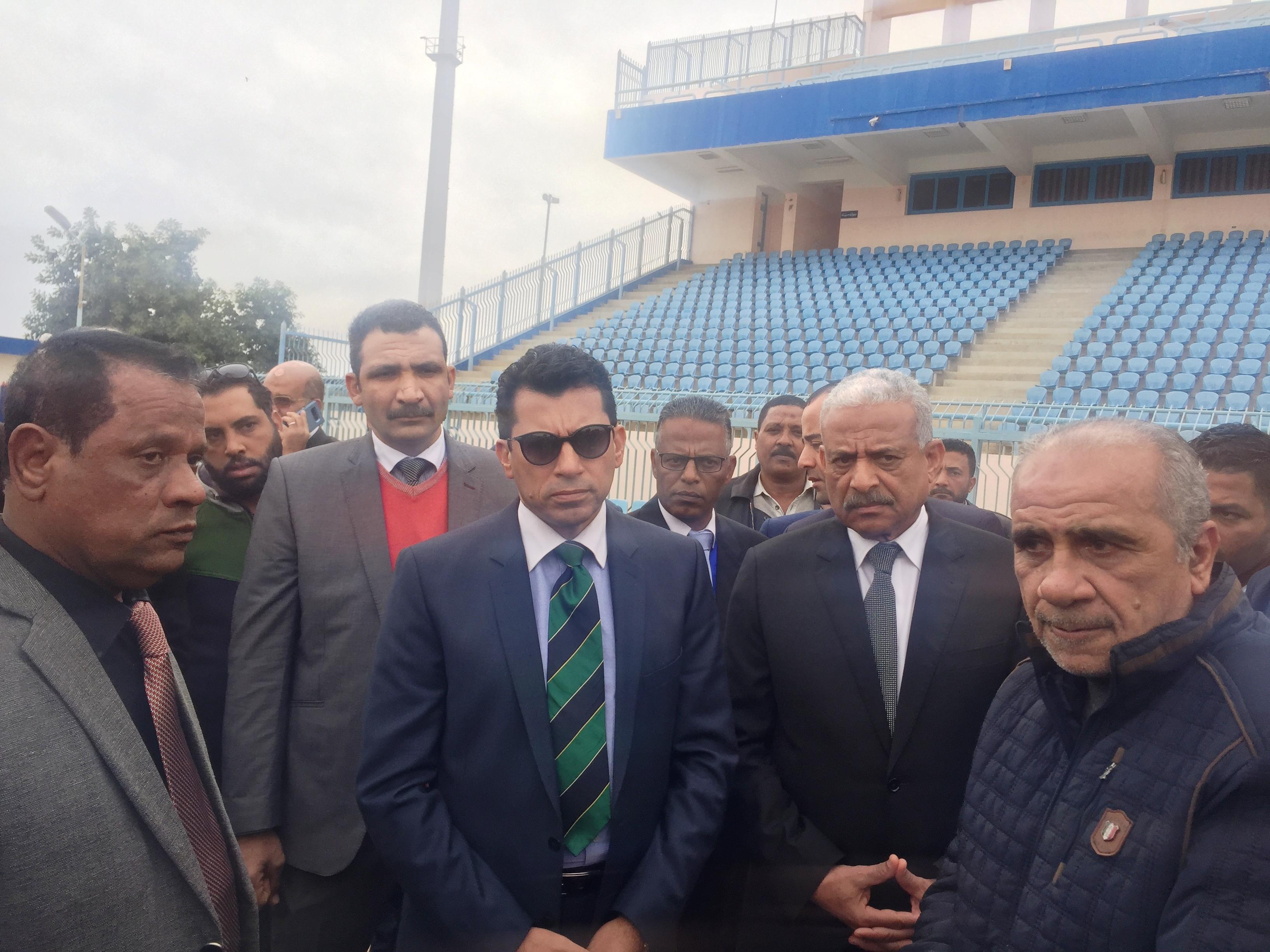 زيارة وزير الشباب والرياضة لاستاد السويس الرياضى (7)