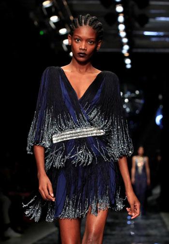 إبداعات فى عرض أزياء ماكسيم سيمنز خلال أسبوع الموضة بباريس (3)