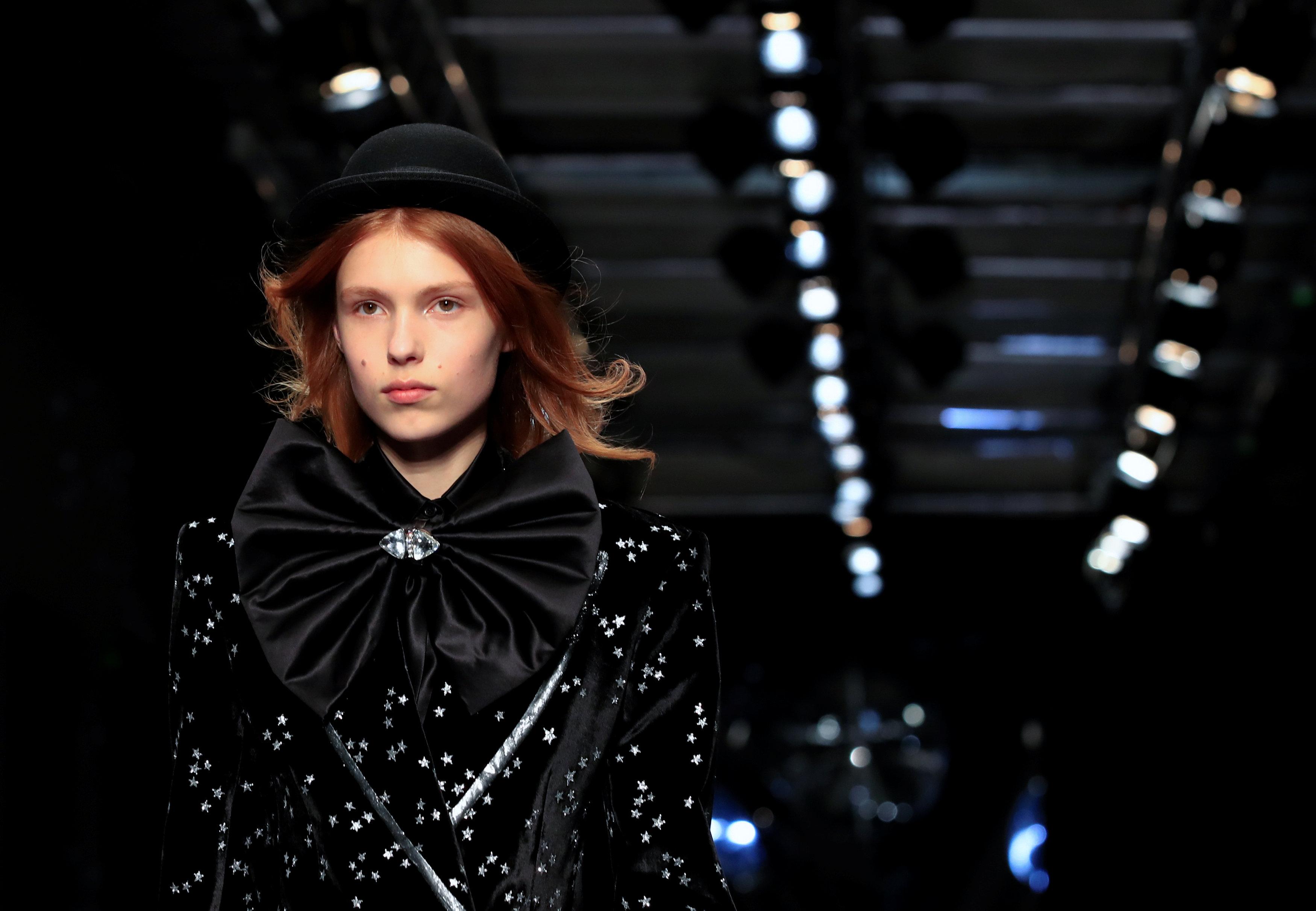 عرض أزياء ماكسيم سيمنز خلال أسبوع الموضة بباريس (18)