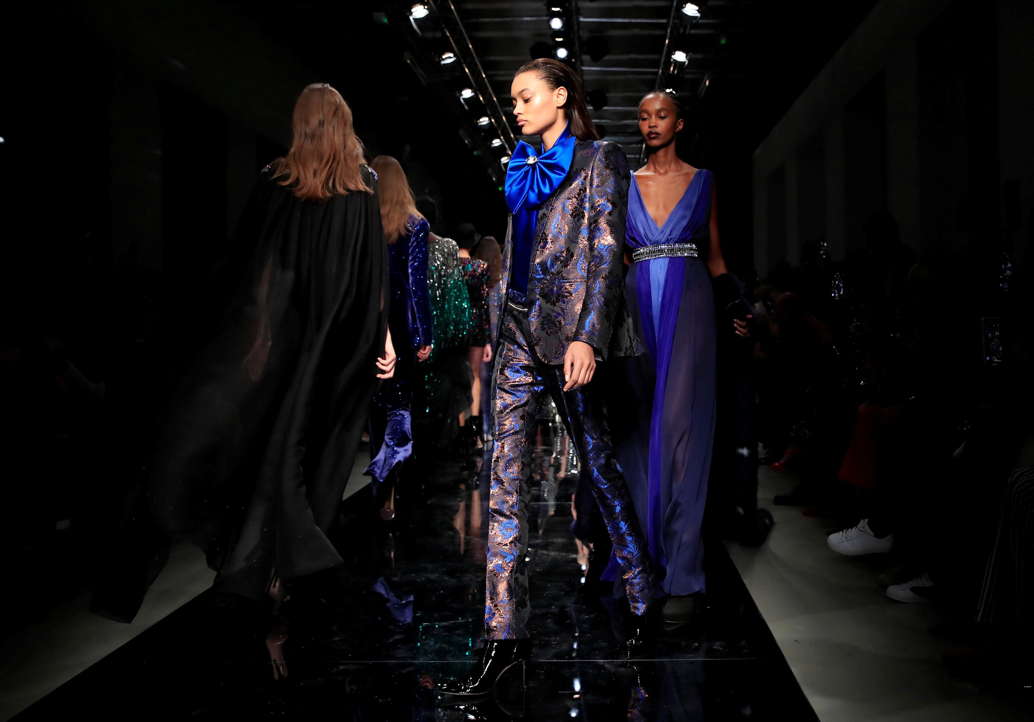 عرض أزياء ماكسيم سيمنز خلال أسبوع الموضة بباريس (20)