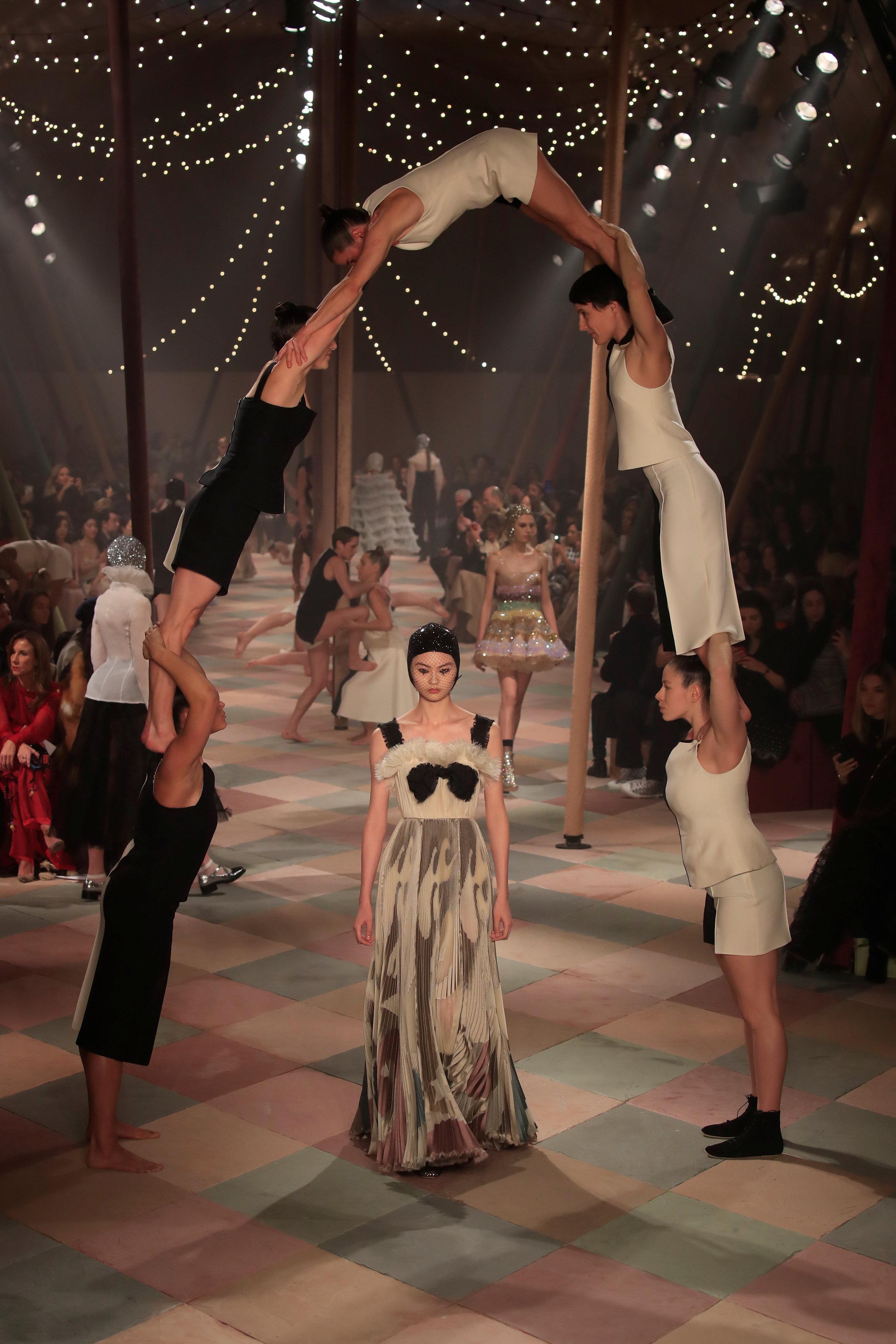 عرض أزياء ماكسيم سيمنز خلال أسبوع الموضة بباريس (5)