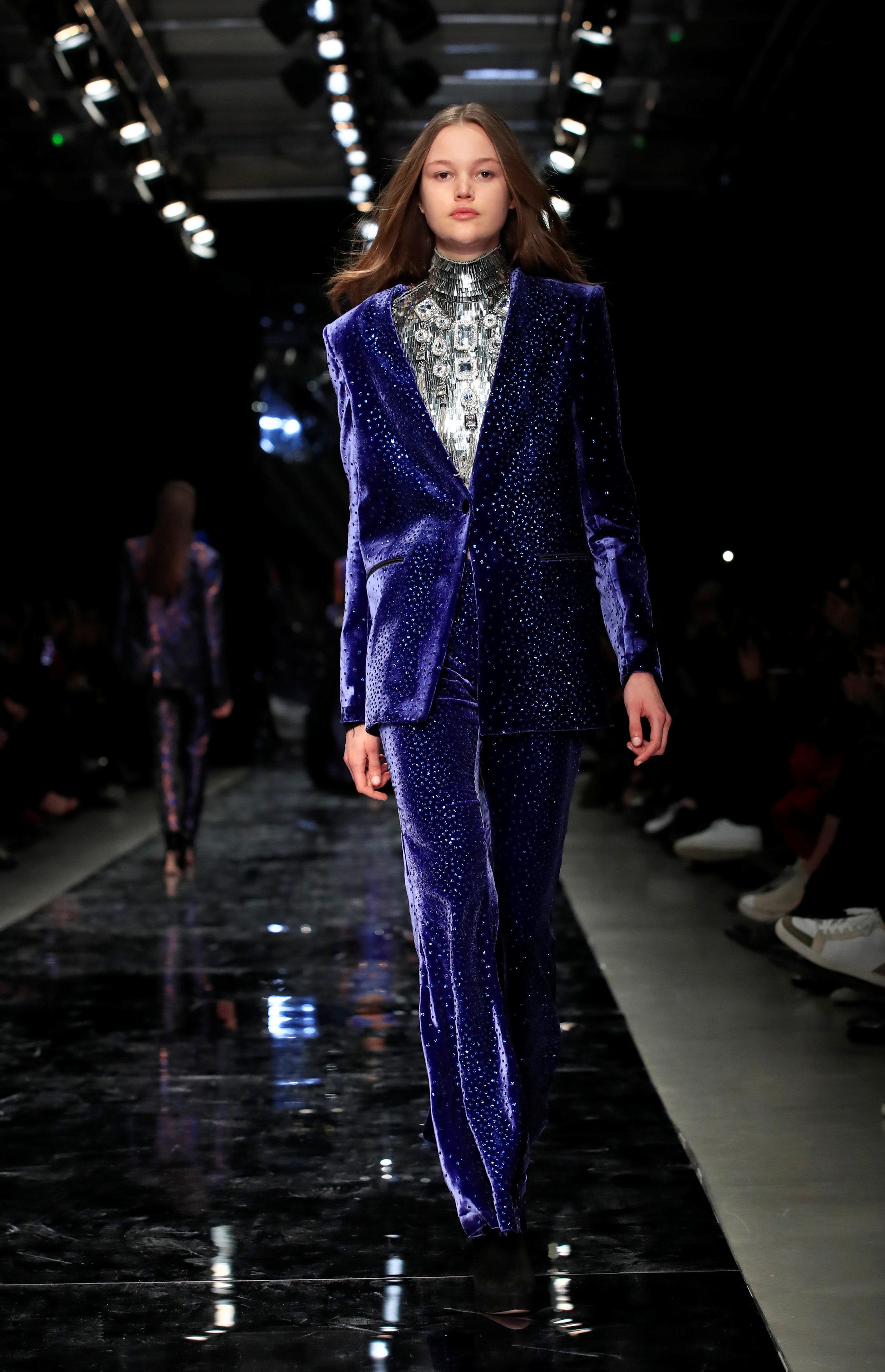 عرض أزياء ماكسيم سيمنز خلال أسبوع الموضة بباريس (17)
