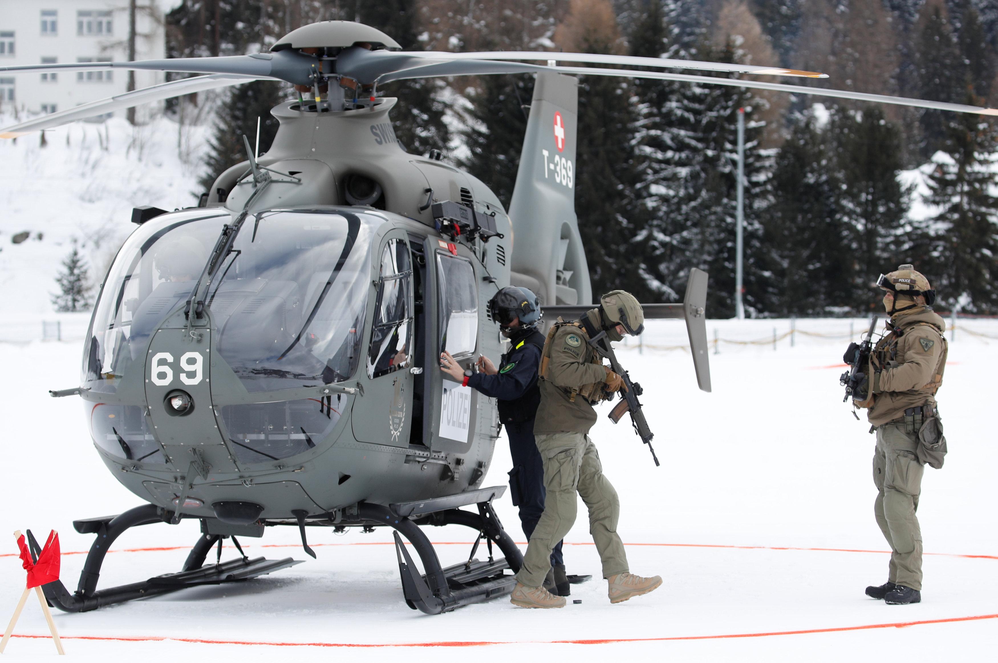 الجيش فى سويسرا يحمى مؤتمر دافوس