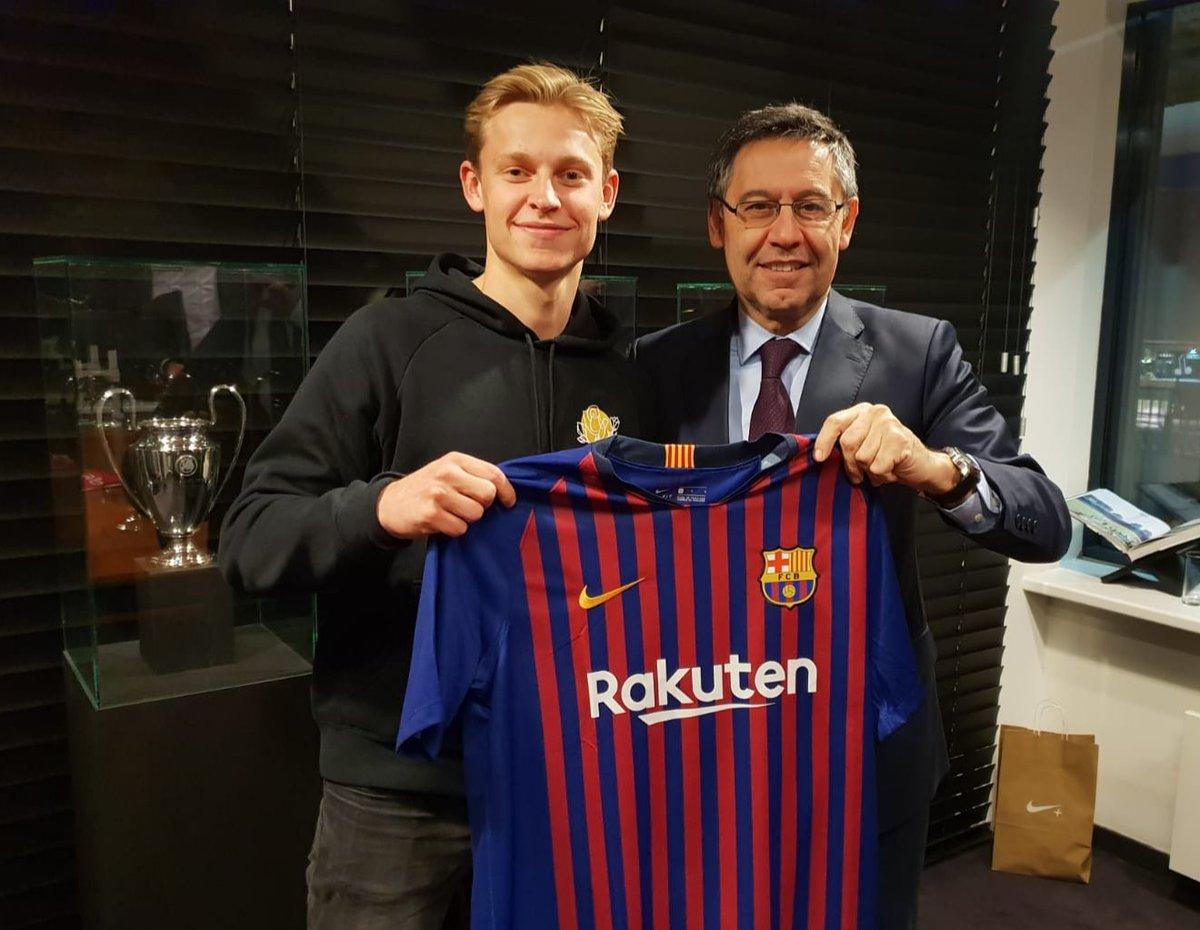 دي يونج مع رئيس برشلونة