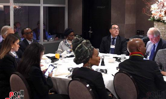 الجلسة الاولى تشكيل اجندة افريقيا فى السياق العالمي  (6)