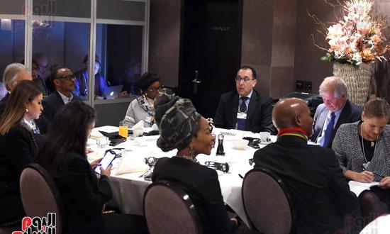الجلسة الاولى تشكيل اجندة افريقيا فى السياق العالمي  (5)