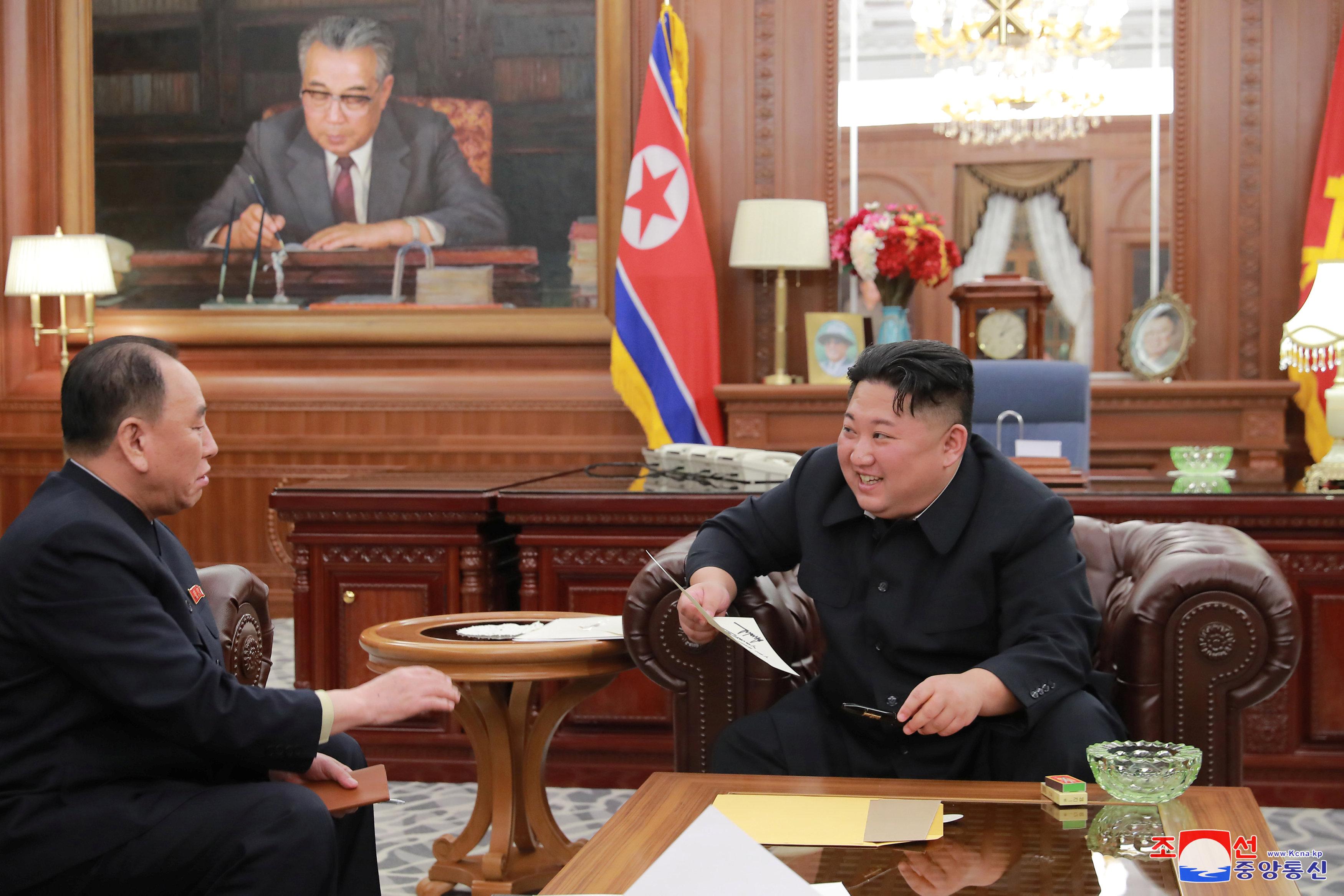 زعيم كوريا الشمالية يلتقى وفد بلاده الذى زار أمريكا (2)