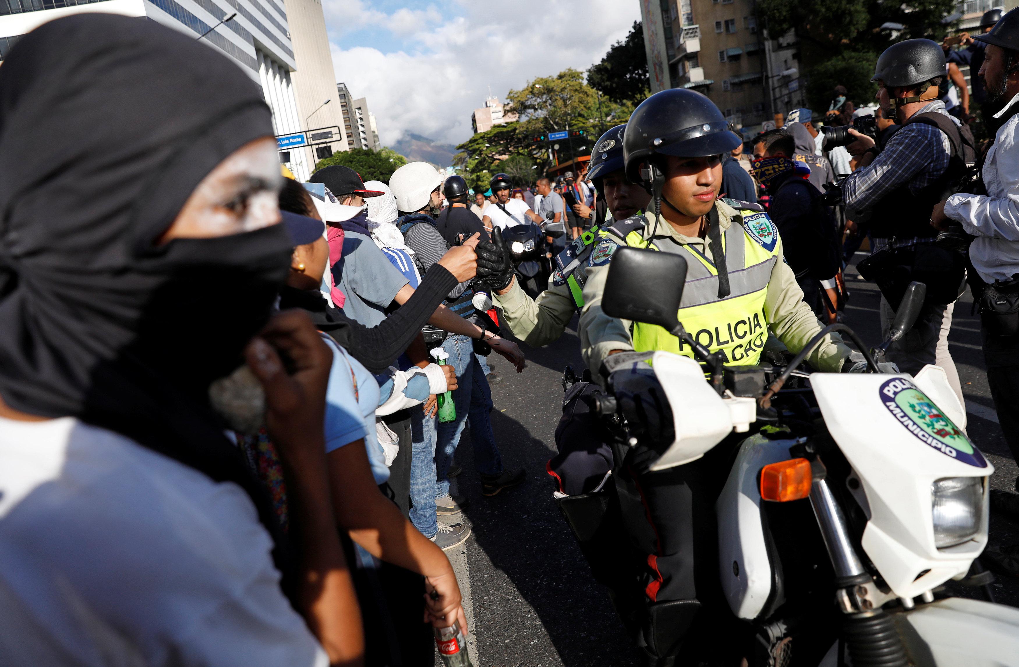 جانب من العنف فى فنزويلا (9)