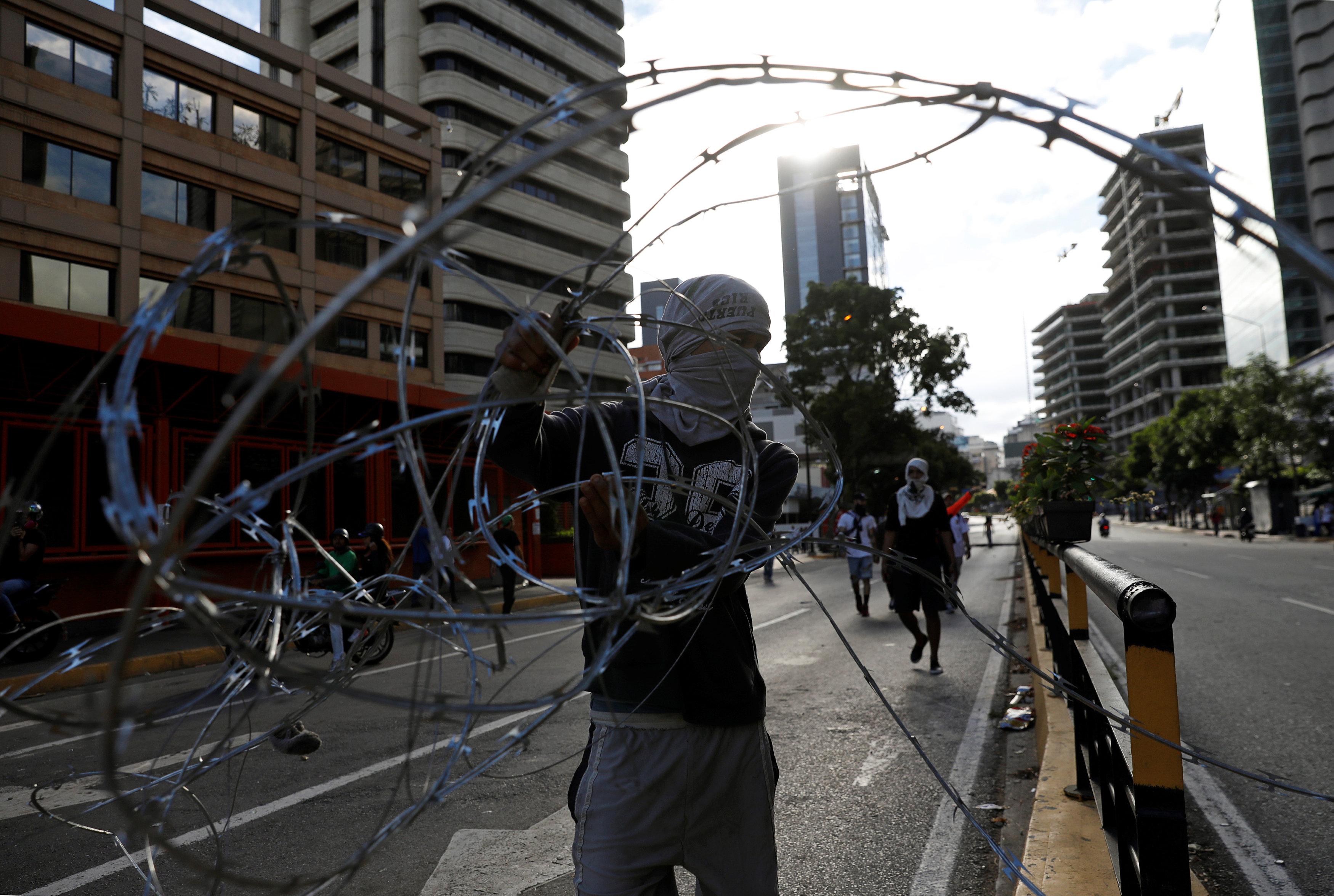 جانب من العنف فى فنزويلا (10)