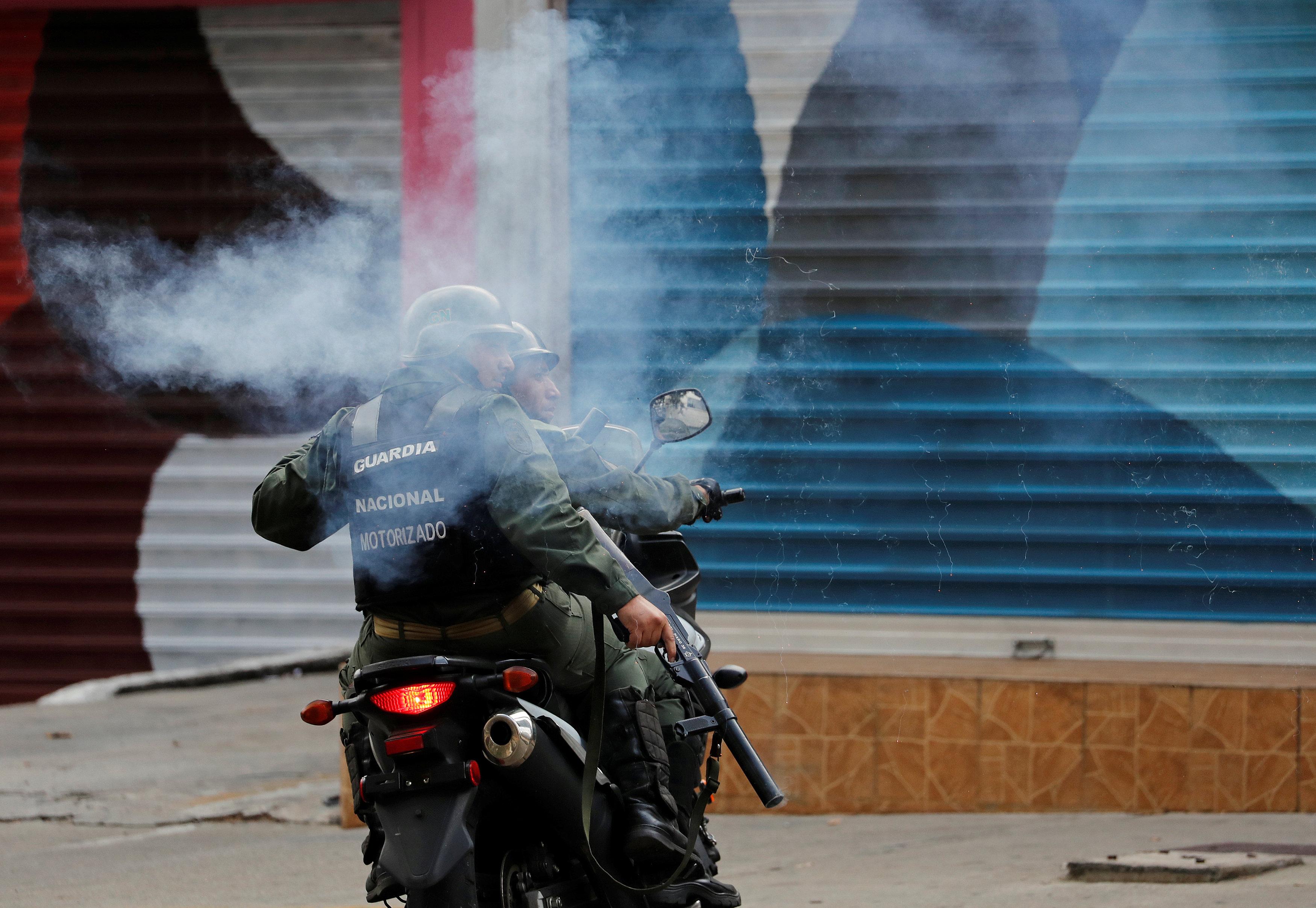 جانب من العنف فى فنزويلا (7)