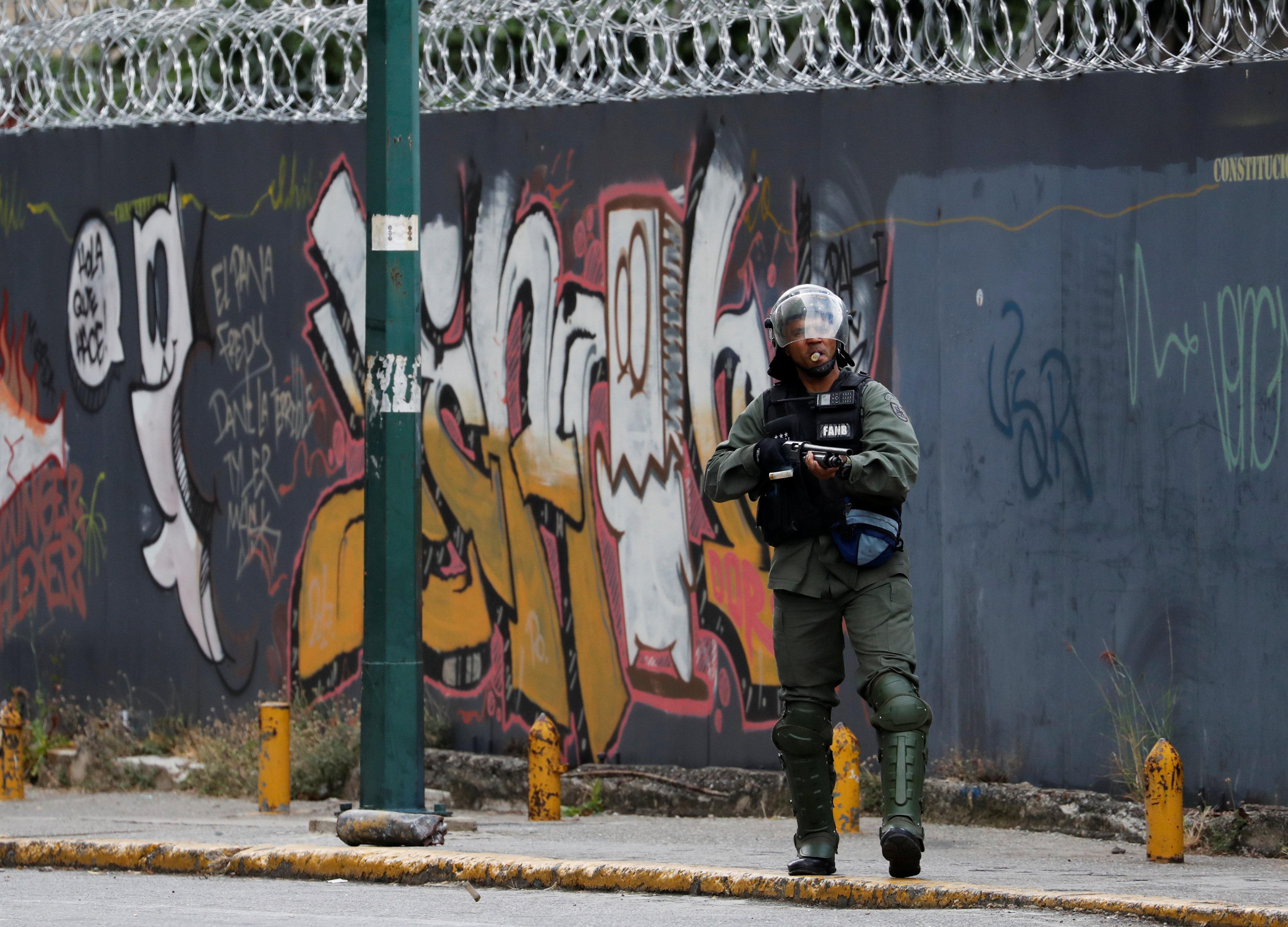 جانب من العنف فى فنزويلا (11)