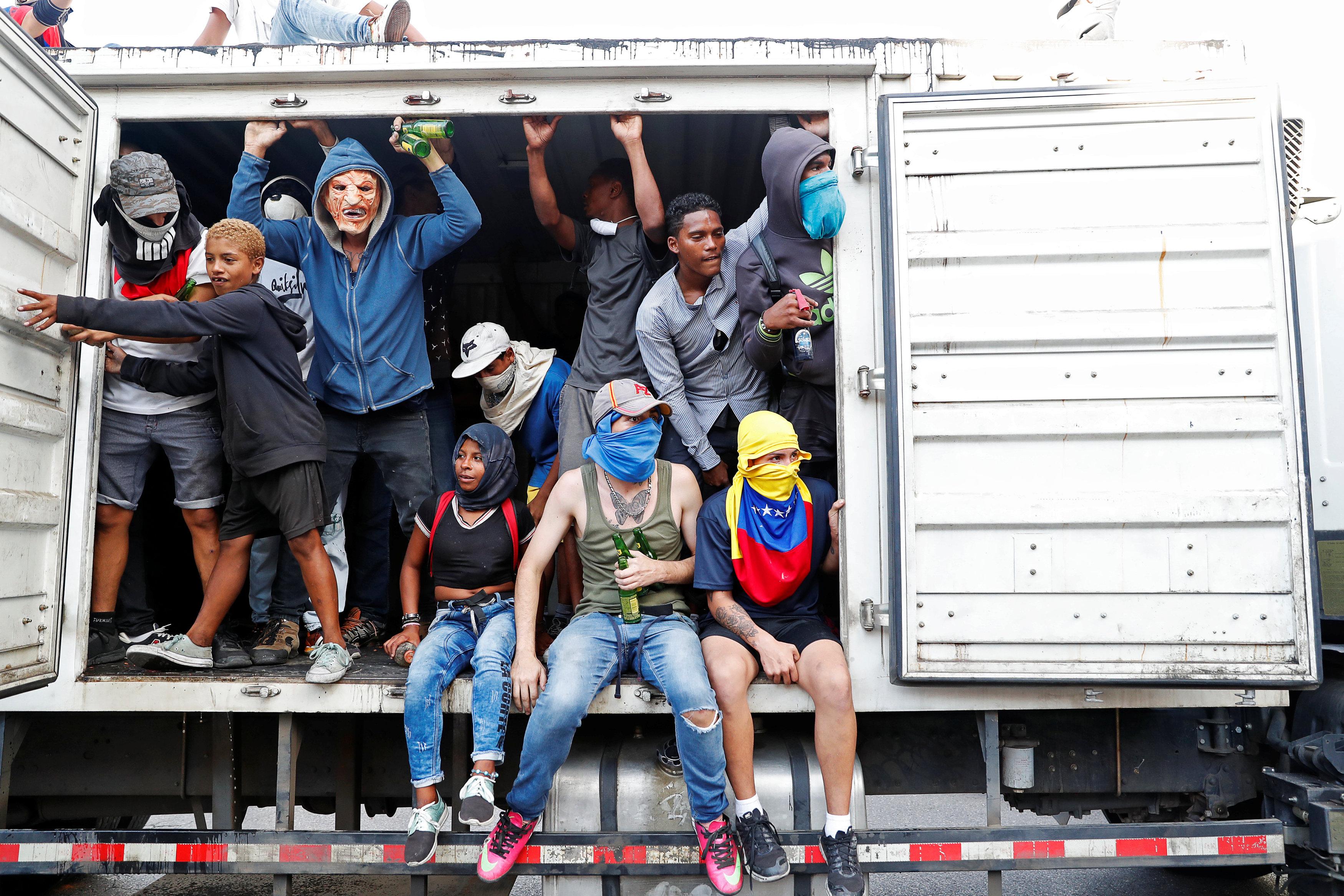 جانب من العنف فى فنزويلا (15)