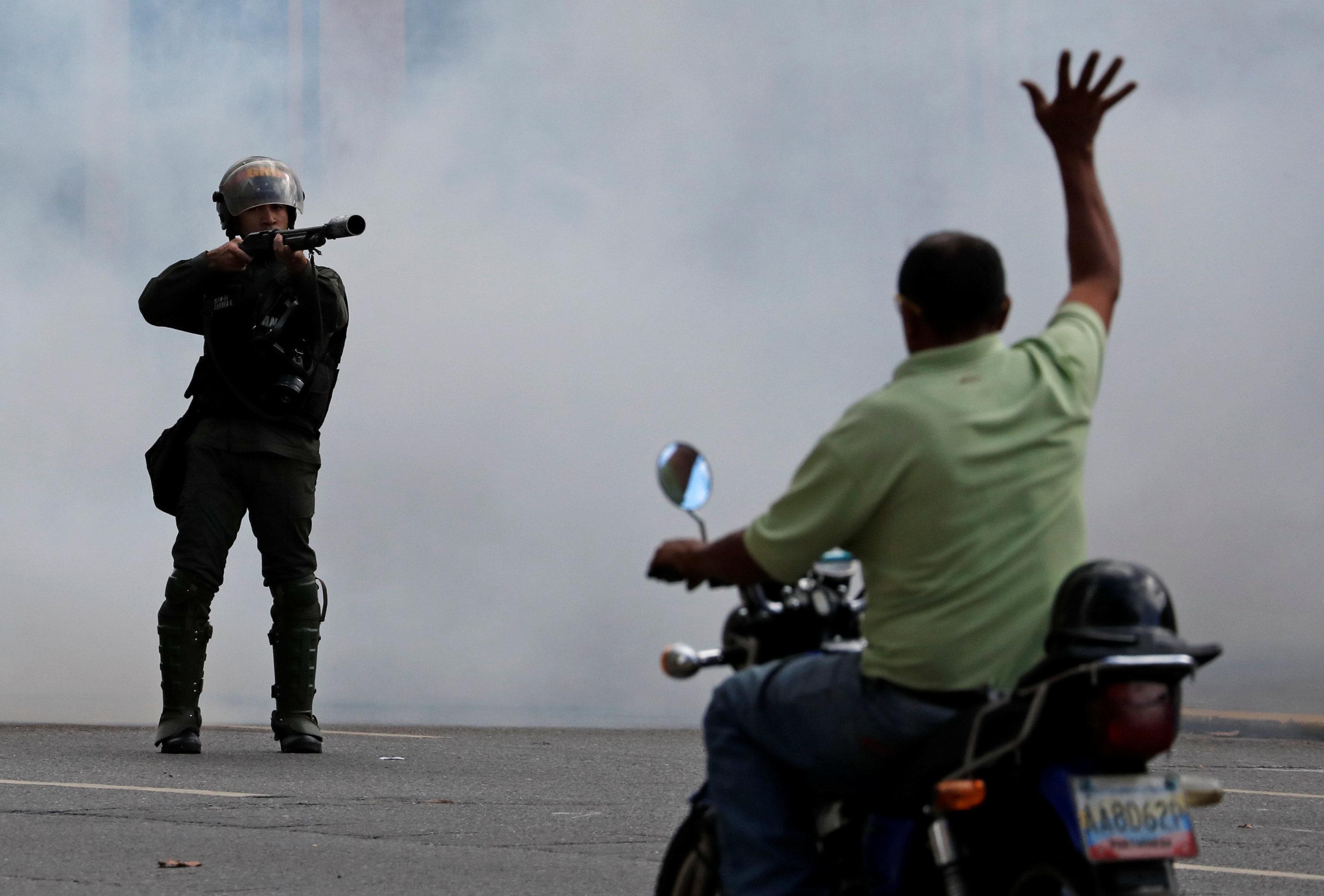 جانب من العنف فى فنزويلا (5)