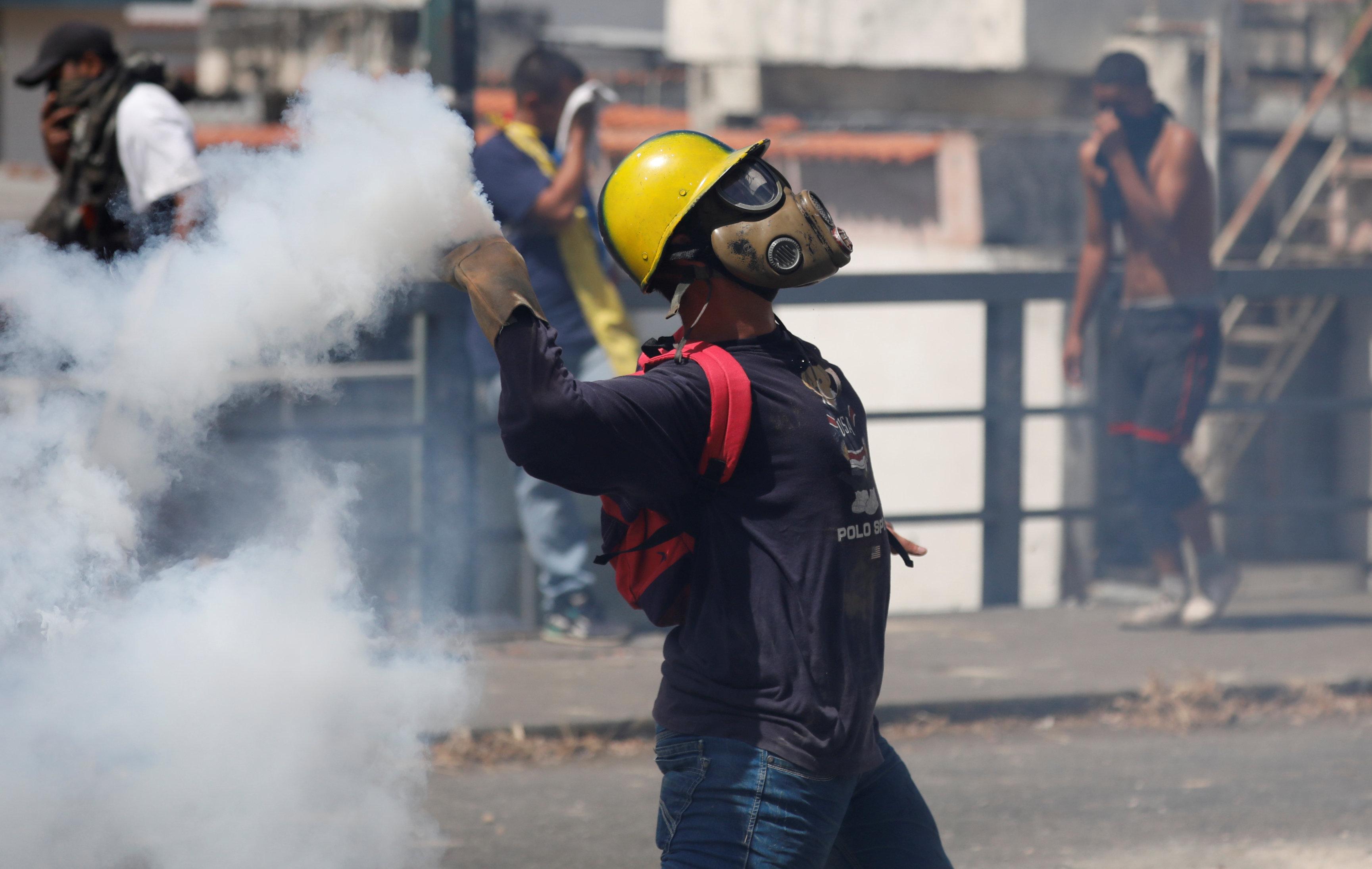 جانب من العنف فى فنزويلا (13)