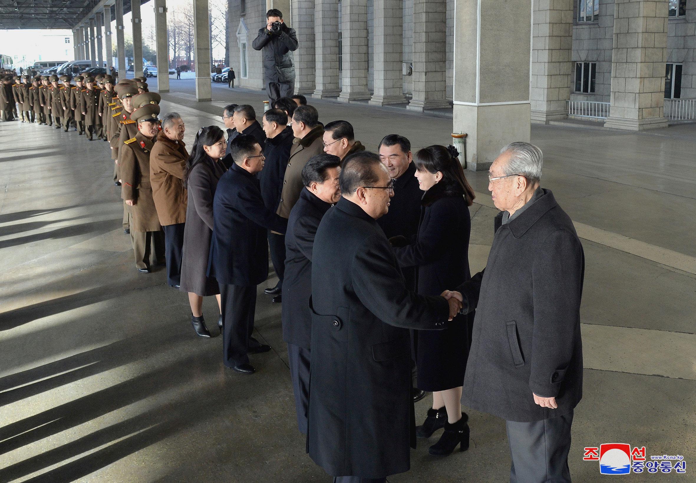 زعيم كوريا الشمالية يلتقى وفد بلاده الذى زار أمريكا (3)